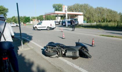 Immagine News - lido-adriano-centauro-finisce-contro-un-furgone
