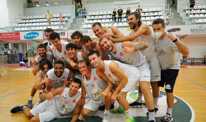 Immagine News - basket-a2-supercoppa-lorasa-vince-un-derby-infuocato-in-volata