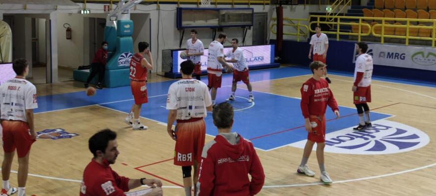 rinascitabasketrimini it fulgor-omegna-rivierabanca-basket-rimini-72-71-n3147 002