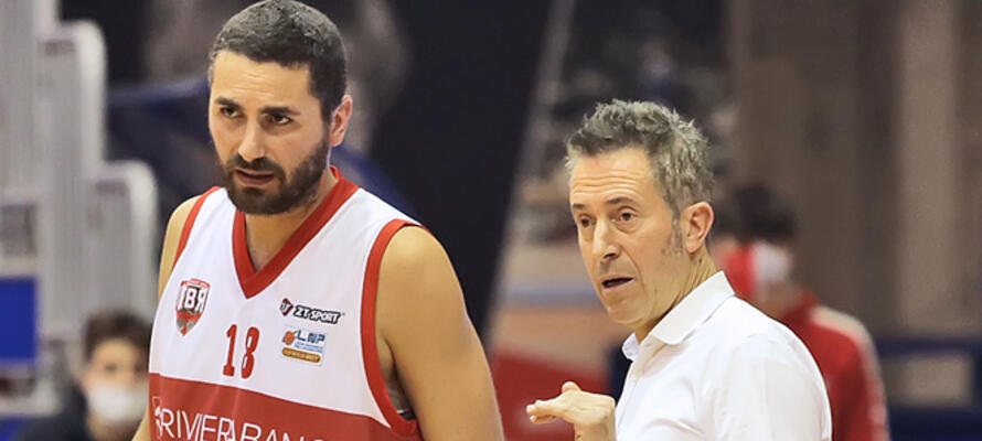 rinascitabasketrimini it rivierabanca-basket-rimini-andrea-costa-imola-post-partita-con-coach-massimo-bernardi-n3154 002