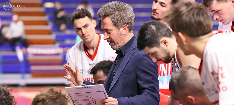 rinascitabasketrimini it rivierabanca-basket-rimini-libertas-livorno-1947-post-partita-con-coach-massimo-bernardi-n3205 002