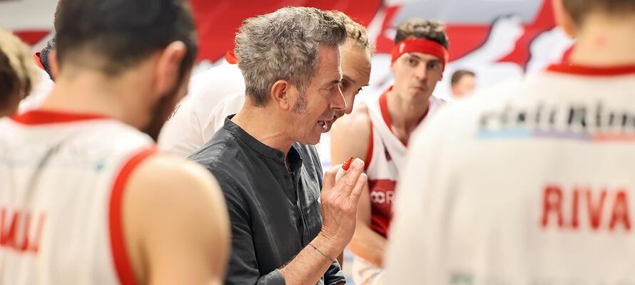 rinascitabasketrimini it gara-1-rivierabanca-basket-rimini-juvi-cremona-1952-post-partita-con-coach-massimo-bernardi-n3229 002
