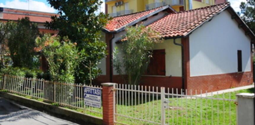 agenziainternazionale it r04-villetta-indipendente-vicina-alla-pinetamare-i167 003