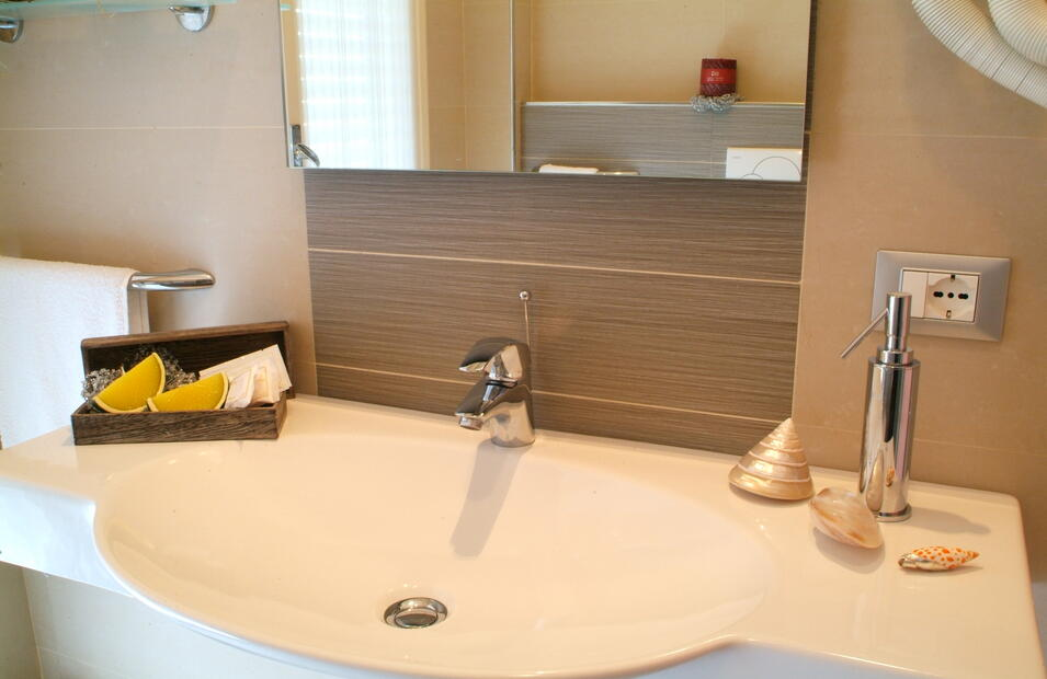 hotelvillapaola fr chambre-deluxe-cinema 025