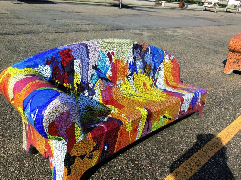 Panchine In Mosaico Sette Giorni Di Polemiche Setteserequi